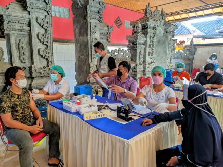 Vaksinasi Covid 19 Kepada Masyarakat Desa Sumberkima Tahap I Gelombang Ke III